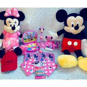 Minnie Mouse party accessories and gifts